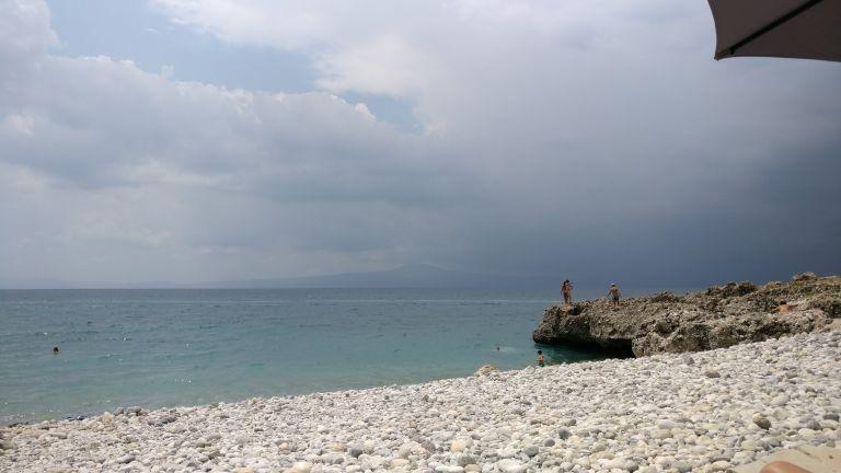 Καιρός: Φθινοπωρινό σκηνικό με βροχές και πτώση της θερμοκρασίας | vita.gr