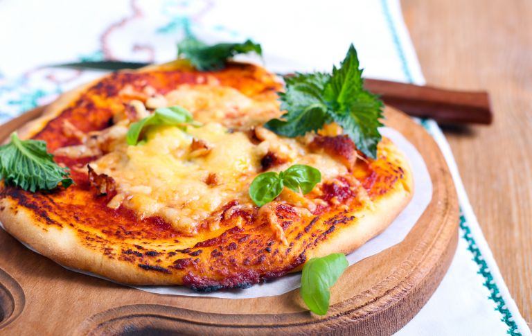 Μετατρέψτε τις αραβικές πίτες σε πεντανόστιμη πίτσα | vita.gr