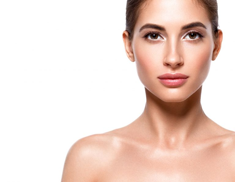 Πώς θα κάνετε τη μύτη σας να φαίνεται πιο λεπτή | vita.gr