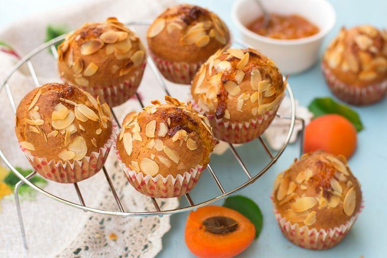 Κέικ με φιστίκι Αιγίνης και αμύγδαλο | vita.gr