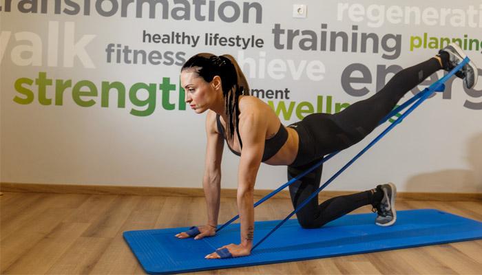 Ασκήσεις με λάστιχο γυμναστικής | vita.gr