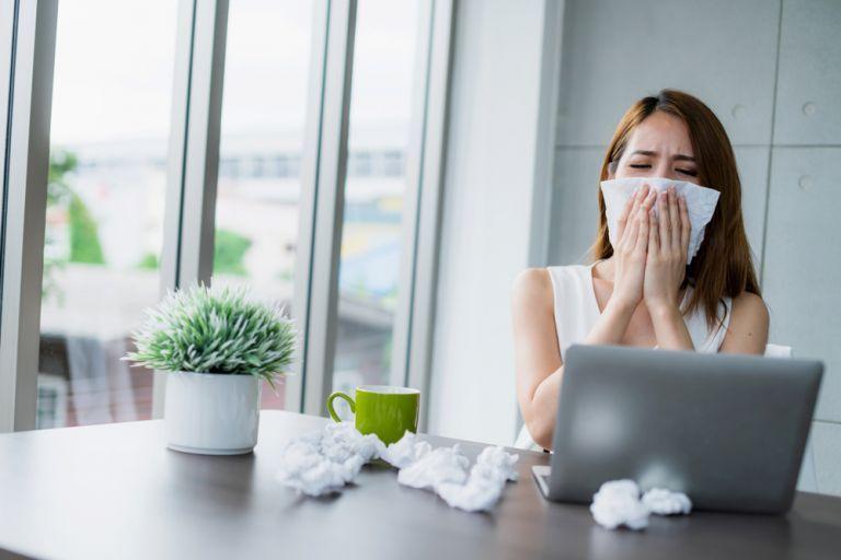 Πέντε τρόποι που η δουλειά μάς αρρωσταίνει… κυριολεκτικά | vita.gr