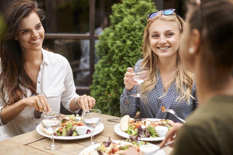 Γιατί νυστάζουμε μετά το φαγητό; | vita.gr