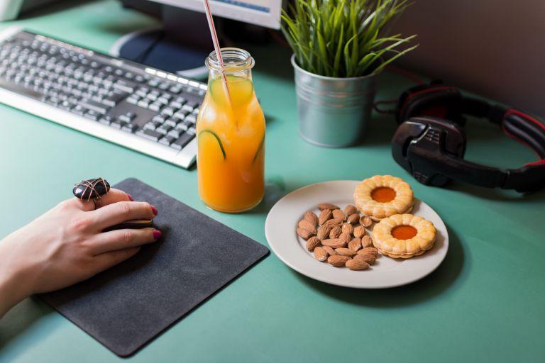 Τα καλύτερα σνακ για το γραφείο | vita.gr