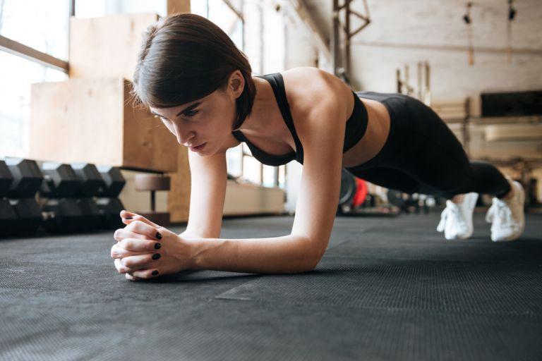 Γυμναστική για αρχάριους: 3 ασκήσεις που θα μεταμορφώσουν το σώμα σας | vita.gr