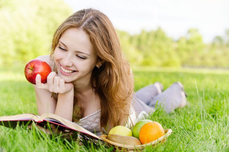 Πώς ωφελεί την υγεία σας «ένα μήλο την ημέρα» | vita.gr