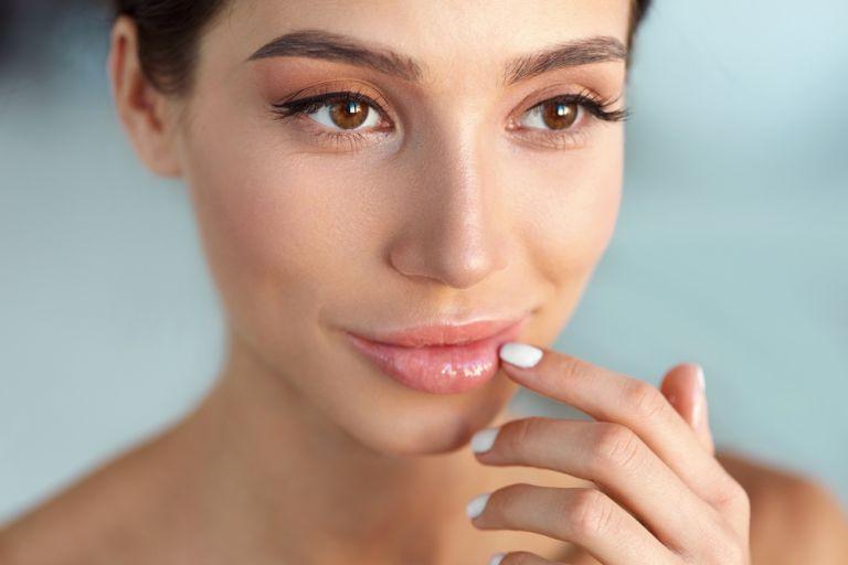 DIY λαδάκι για ζουμερά χείλη | vita.gr