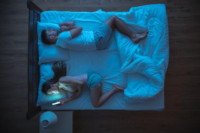 Καταστρέφουν τα κινητά την ερωτική μας ζωή; | vita.gr