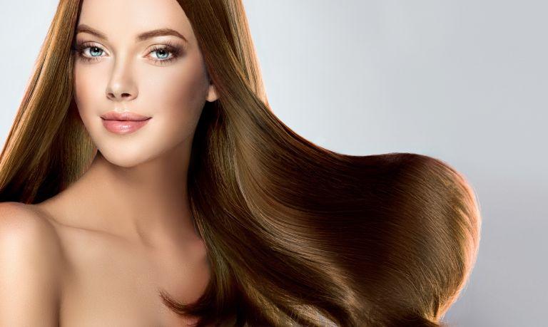 Έξι κινήσεις που θα σας χαρίσουν υγιή μαλλιά | vita.gr
