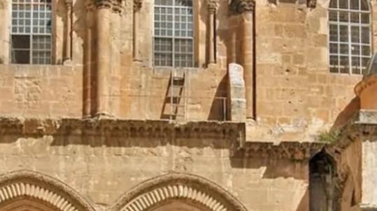 Δεν θα πιστέψετε τον λόγο που αυτή η σκάλα δεν επιτρέπεται να μετακινηθεί εδώ και 200 χρόνια | vita.gr