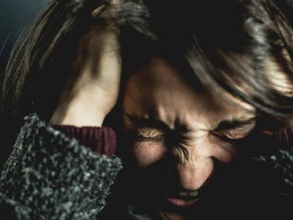 Πώς επηρεάζει η συνέρευση τον πονοκέφαλο | vita.gr