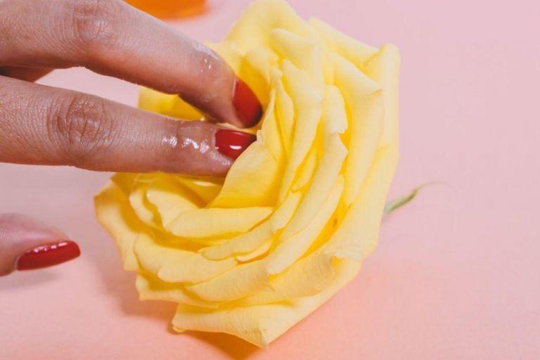 Τι ερωτικό βοήθημα να της πάρεις ανάλογα το ζώδιο της | vita.gr