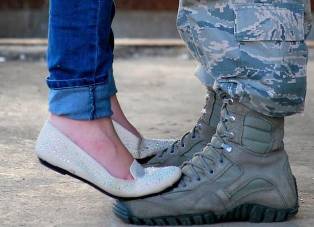 Τι να κάνεις όταν το ταίρι σου πηγαίνει στρατό | vita.gr