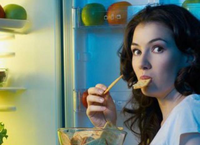 Τα ζώδια όταν τρώνε το βράδυ | vita.gr