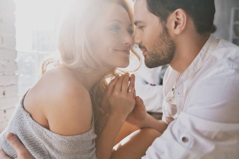 Πώς επηρεάζει ο έρωτας τη λειτουργία του εγκεφάλου μας | vita.gr