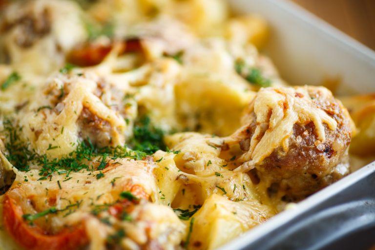 Μπιφτέκια ογκρατέν με ποικιλία τυριών | vita.gr