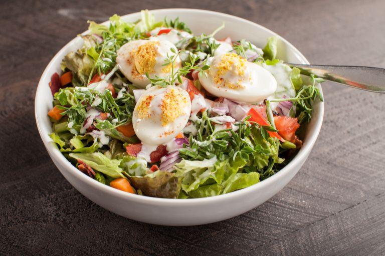 Σαλάτα με φέτα και αυγά | vita.gr