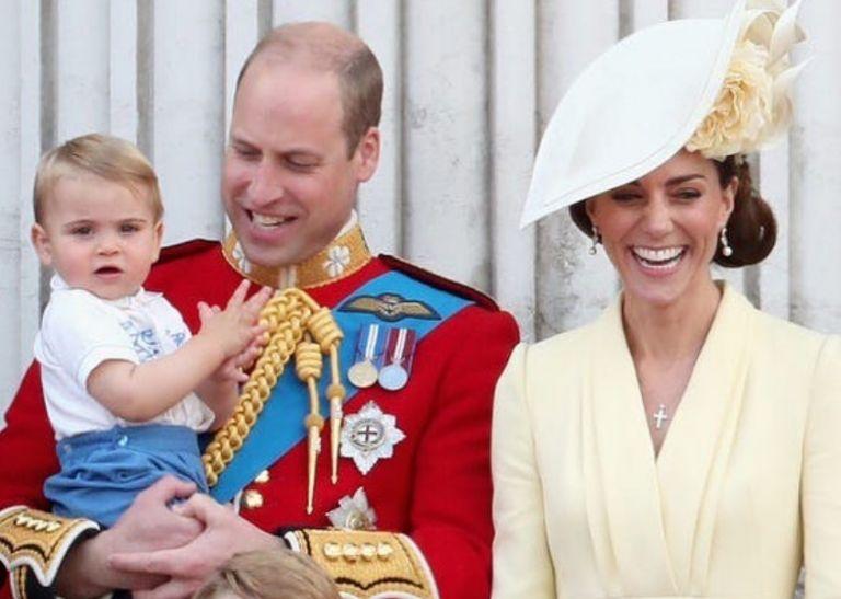 Πρίγκιπας Λούις : H viral βόλτα με την προσωπική του Μαίρη Πόπινς | vita.gr