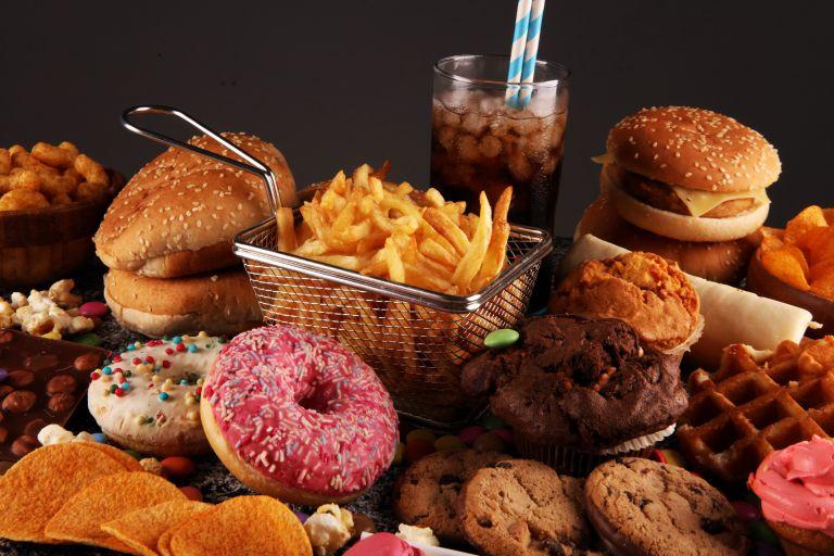 Οι αυστηρές προθεσμίες μας «ωθούν» στο πρόχειρο φαγητό | vita.gr