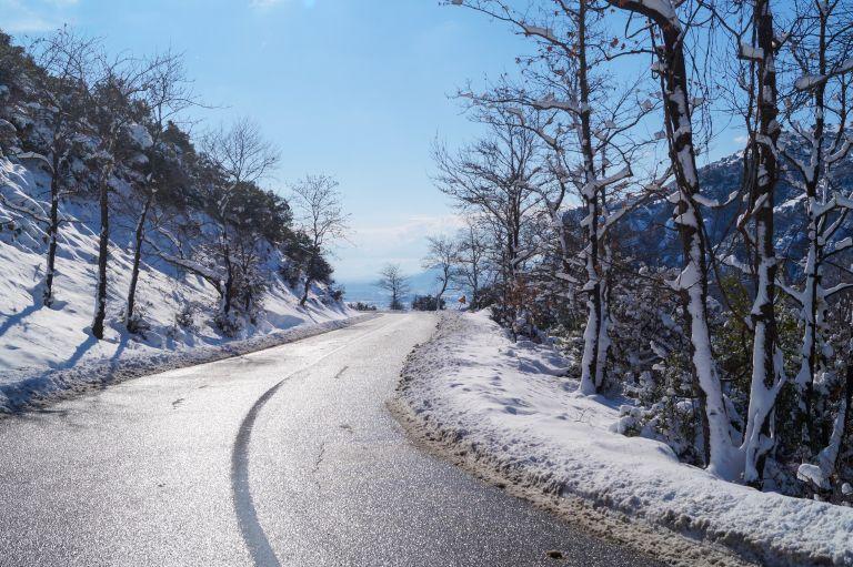 Κακοκαιρία Ηφαιστίων: Σε ποιες περιοχές υποχωρεί και πού συνεχίζονται ο παγετός και οι χιονοπτώσεις | vita.gr