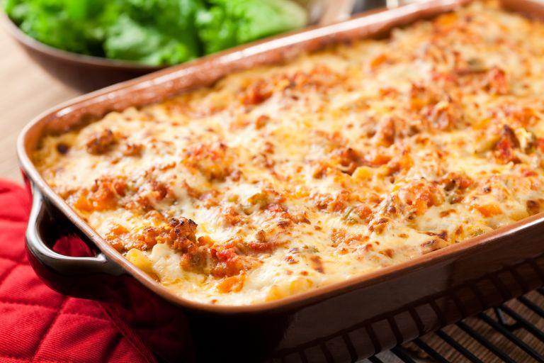 Πένες στον φούρνο με σάλτσα ντομάτας | vita.gr