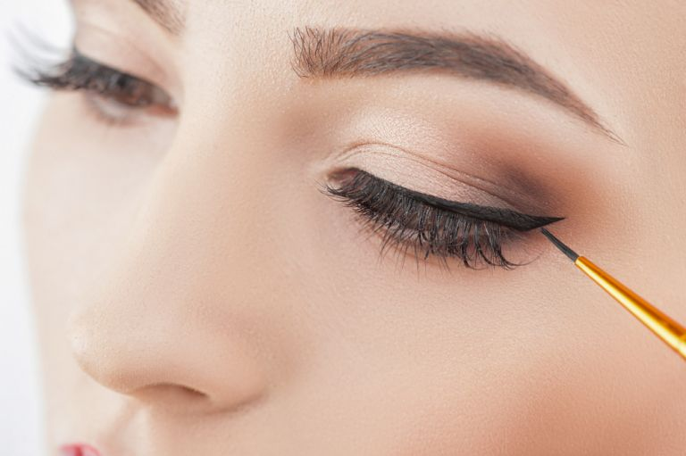 Eyeliner : Οι κίνδυνοι που κρύβει η χρήση του για τα μάτια | vita.gr