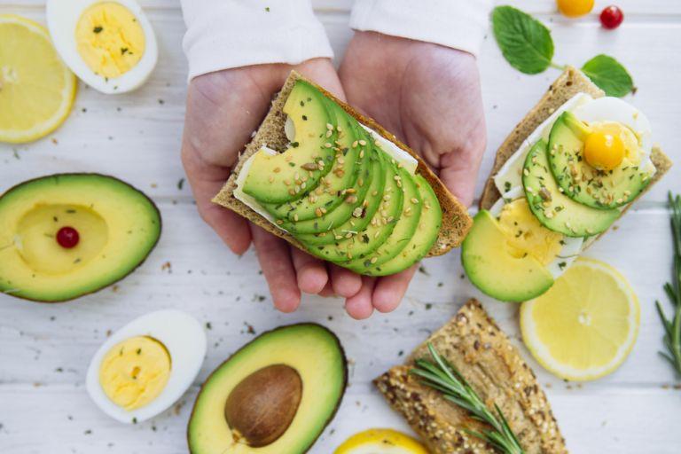 Αβοκάντο: Το τροπικό φρούτο που αξίζει να εντάξετε στη διατροφή σας | vita.gr