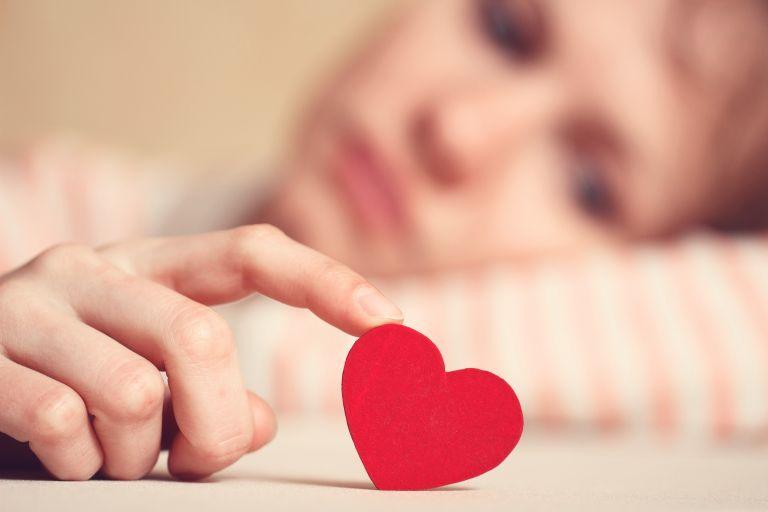 Γιατί νιώθω μοναξιά ενώ είμαι σε σχέση; | vita.gr