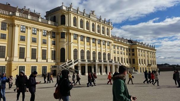 Αλλάζουν όλα στις σχολικές εκδρομές για γυμνάσια και λύκεια | vita.gr