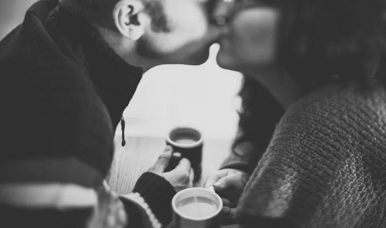 Μην ξεχνάς να κάνεις στον σύντροφό σου τις παρακάτω ερωτήσεις | vita.gr