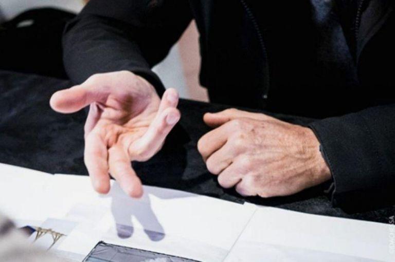 Μούδιασμα χεριών: Γιατί μπορεί να συμβαίνει; | vita.gr
