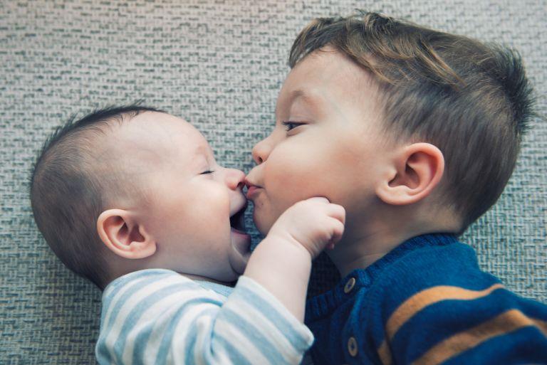 Πώς θα μιλήσω στο παιδί για το νέο του αδελφάκι; | vita.gr