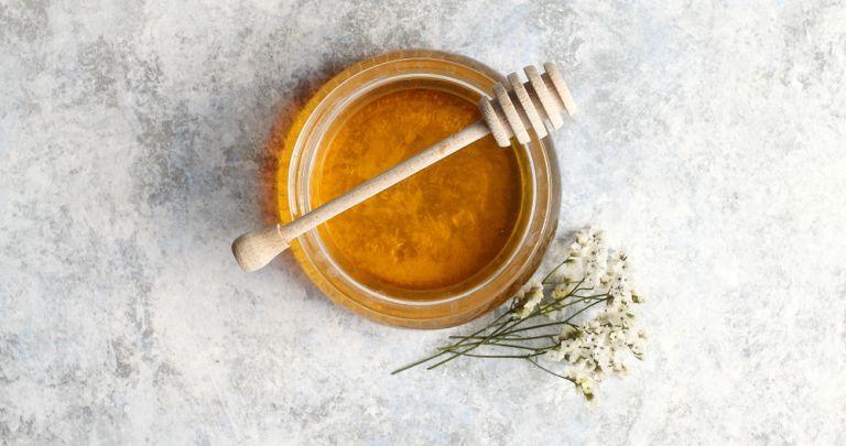 Πέντε τρόποι να εντάξετε το μέλι στη beauty routine σας | vita.gr