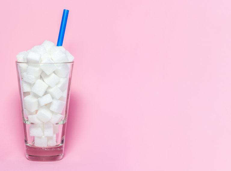 Πώς επηρεάζουν την υγεία μας τα αναψυκτικά με ζάχαρη; | vita.gr