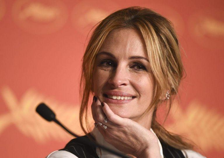 Δέκα celebrities μένουν σπίτι και ποζάρουν χωρίς ίχνος μακιγιάζ   vita.gr