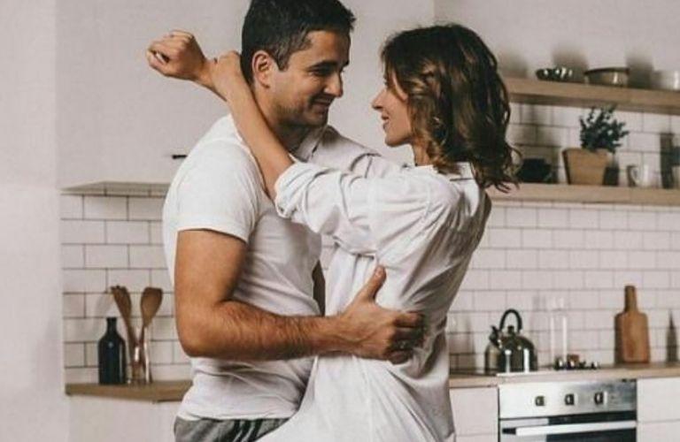 Tips για να τον «ανάψεις» πριν πάτε στην κρεβατοκάμαρα | vita.gr