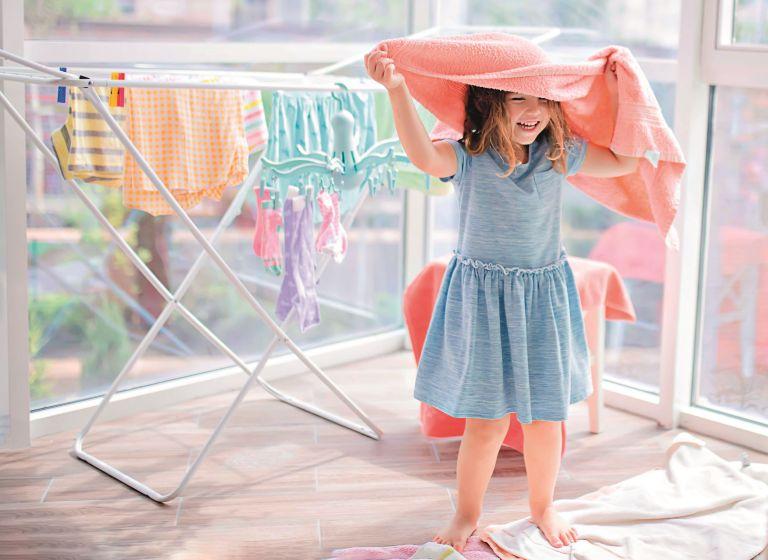 Πώς θα καθαρίσουμε τα ρούχα μας όσο το δυνατόν καλύτερα | vita.gr