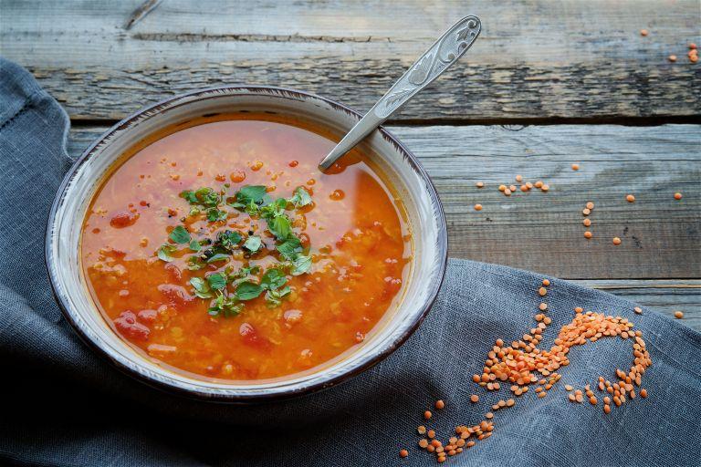 Κόκκινες φακές σε σούπα | vita.gr