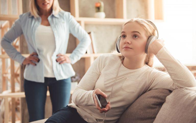 Το παιδί σας αγνοεί; Έτσι θα το αντιμετωπίσετε | vita.gr