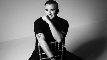 Μένουμε στο σπίτι με τον Αντώνη Ρέμο και τα τραγούδια του | vita.gr