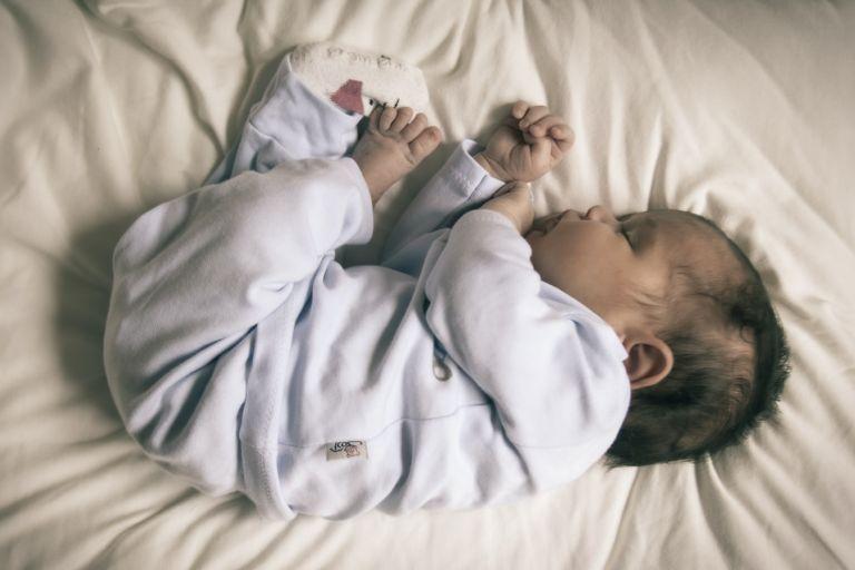 Ποια είναι τα λάθη που κάνουμε με τον ύπνο του μωρού | vita.gr
