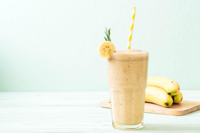 Κρεμώδες smoothie με μπανάνα και φιστικοβούτυρο | vita.gr