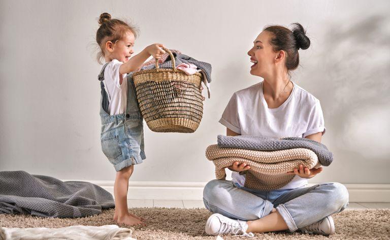 Πώς θα κάνετε διασκεδαστικό το συγύρισμα με τα παιδιά | vita.gr