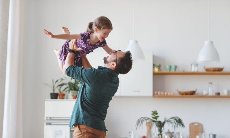 Τι μαθαίνει ο πατέρας στα παιδιά; | vita.gr