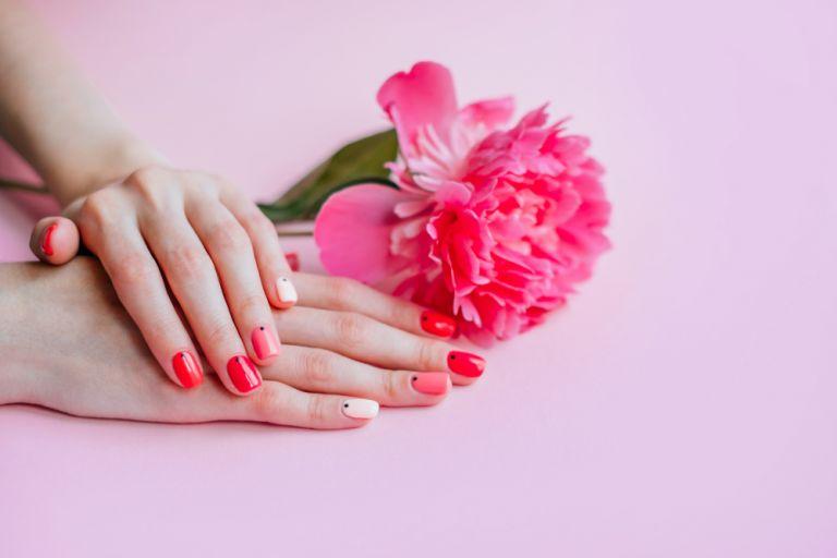 Πέντε tips για να βάψετε τα νύχια σας σαν επαγγελματίας   vita.gr