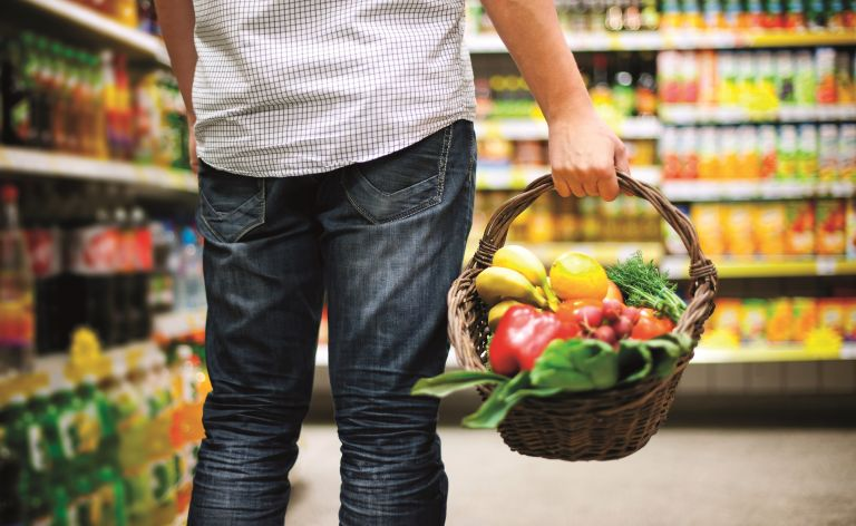 Μένουμε σπίτι: Πώς θα υιοθετήσουμε μια υγιεινή διατροφή | vita.gr