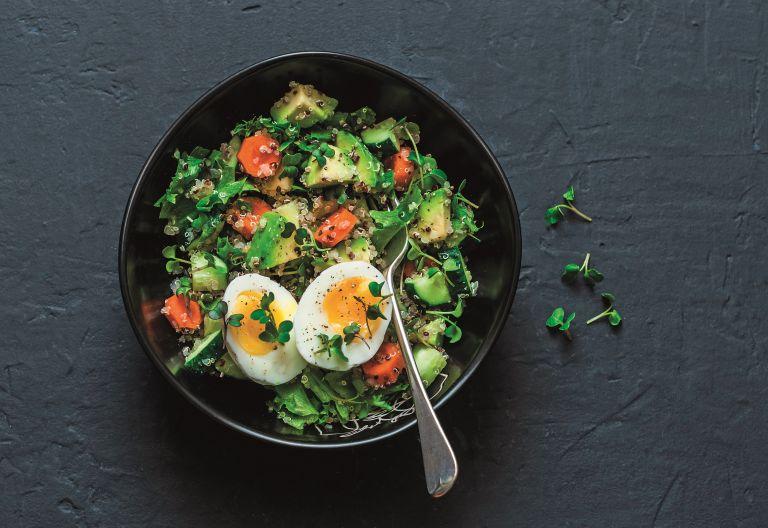 Ανοιξιάτικη σαλάτα με αβγό | vita.gr