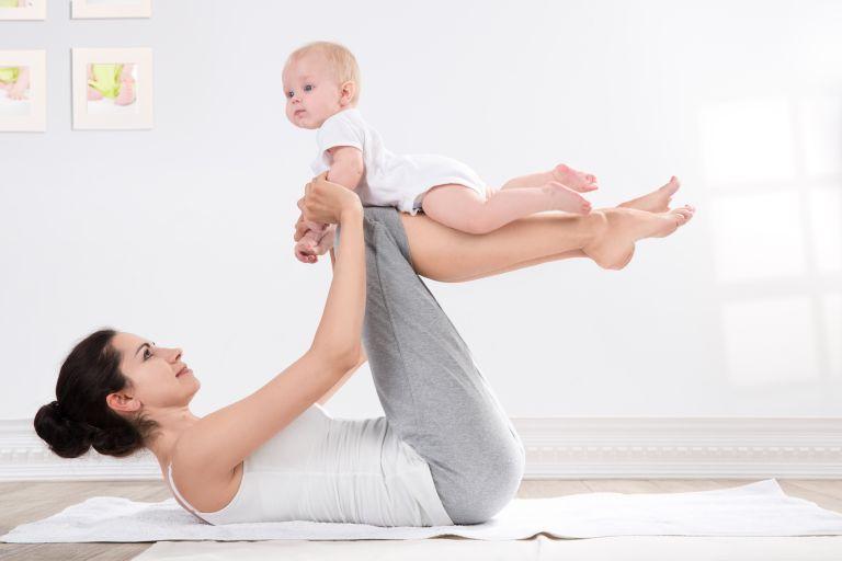 Στάσεις γιόγκα για τη μαμά και το μωρό | vita.gr