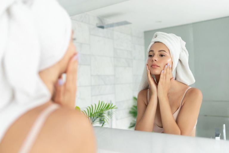 Φυσικοί τρόποι να περιποιηθούμε τον εαυτό μας ενώ είμαστε σπίτι | vita.gr