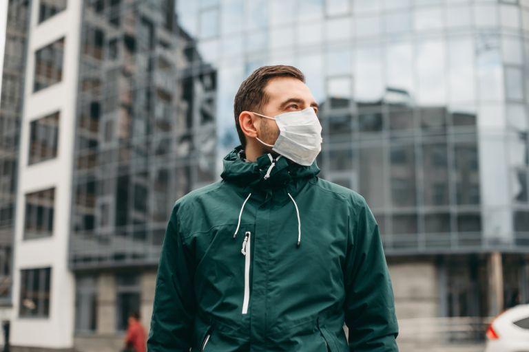 Κοροναϊός : Γιατί οι άντρες είναι πιο ευάλωτοι στον ιό | vita.gr